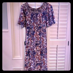 Everly off the shoulder midi dress. Size M